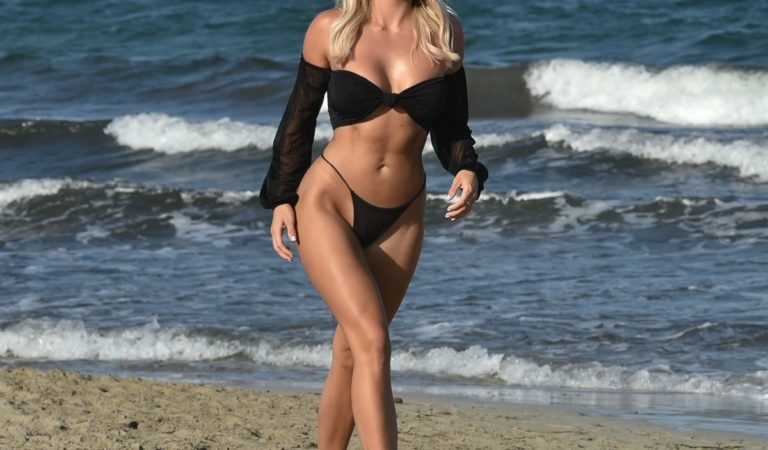 Celebrity Bikini – Amber Turner in Bikini at a Beach in Dubai