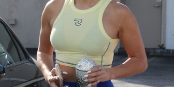 Jennifer Lopez in Tights Arrives at a Gym in Miami