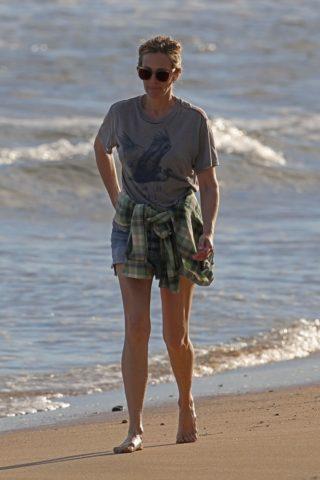 Julia Roberts Enjoys a Solo Beach Walk in Hawaii