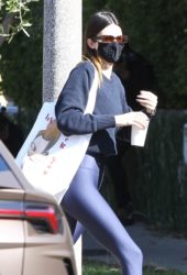 Kendall Jenner Arrives at Pilates Class in West Hollywood