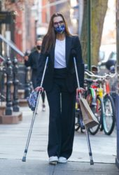 Brooke Shields Out for Lunch at Cafe Cluny in New York